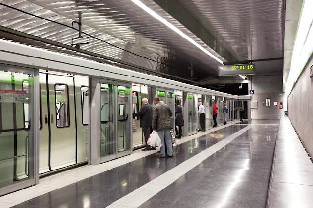 Metro CanCuiaspsd manusa acceso puertas automaticas 3