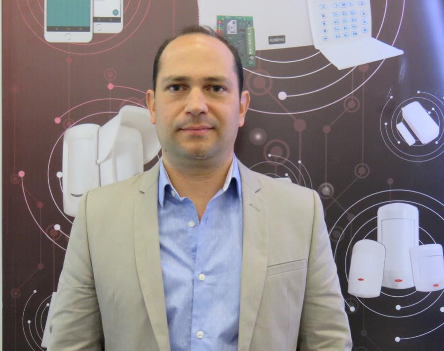 Diego Madeo gerente comercial y de mercadeo de Alonso Alarmas