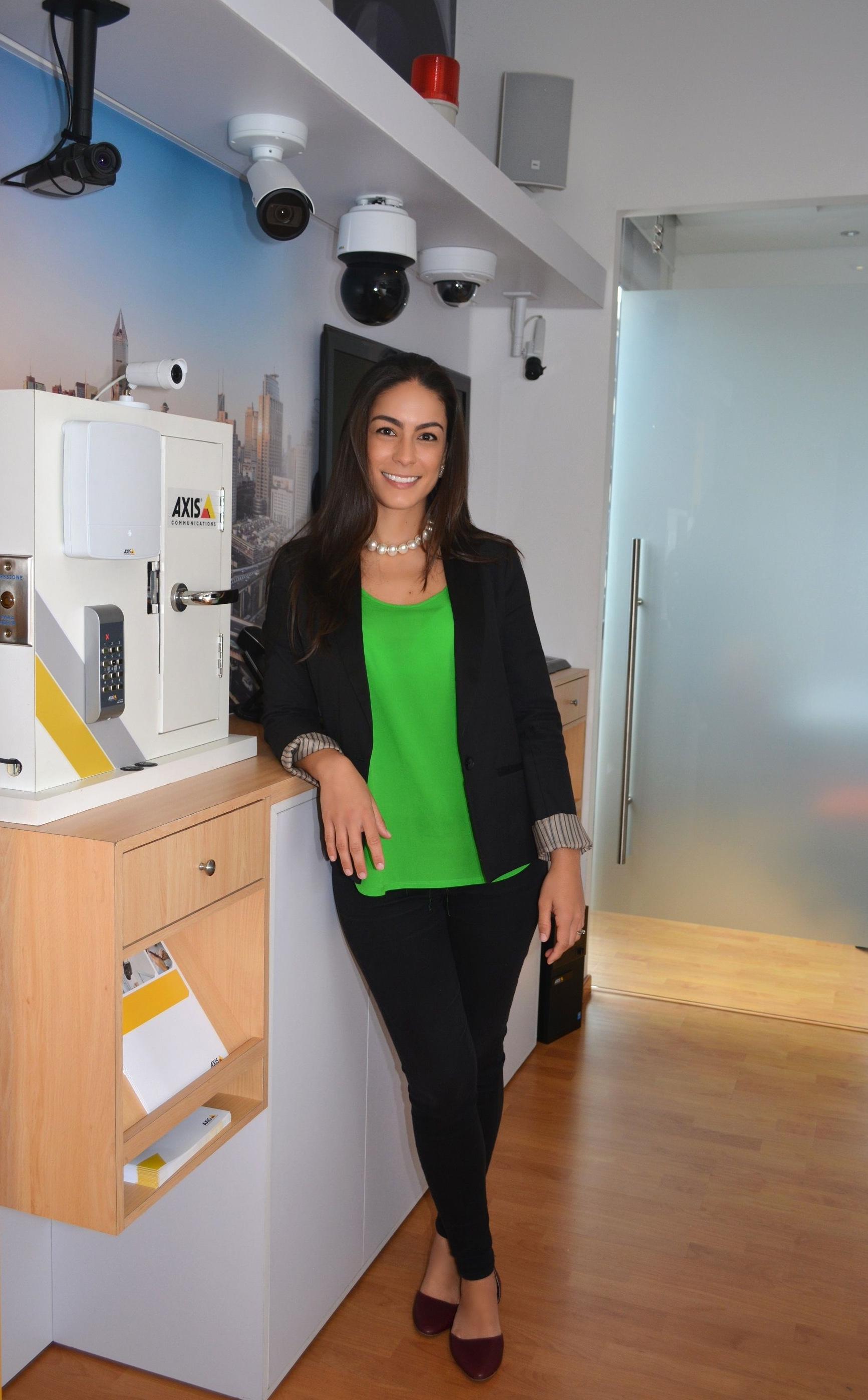 Camila Escobar-Axis-Communications- Inside Sales para el Cono Norte